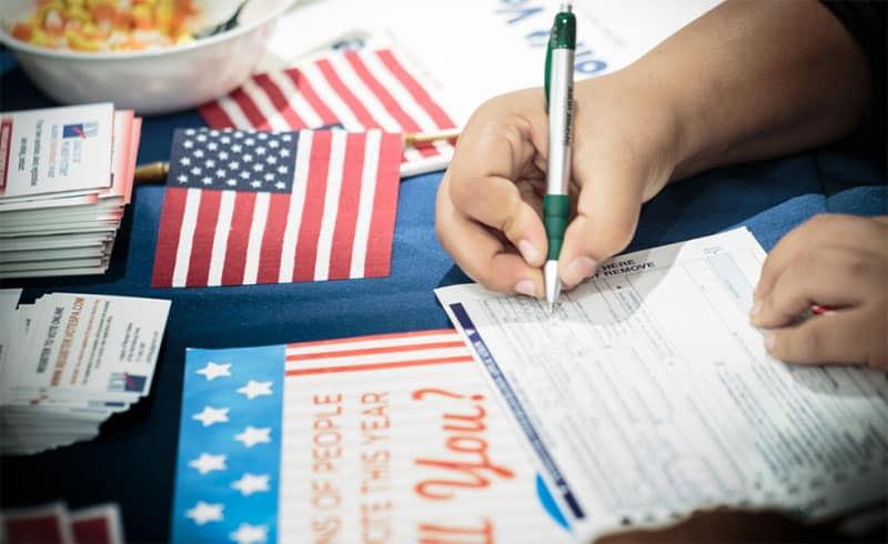 voter-registering-800